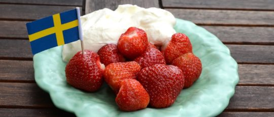 Smaken och klimatet får oss att välja svenska jordgubbar