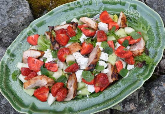 Prova Malin Bromans läckra jordgubbssallad!